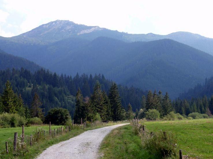 Sivý vrch a hrebeň Radových skál