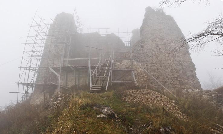 Nový (Hanigovský) hrad - hradný palác