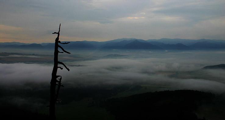Ranné hmly nad Liptovom