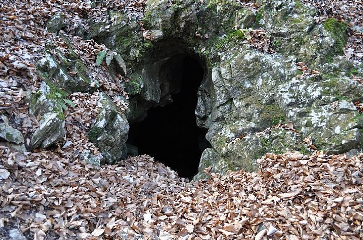 Malá kvapľová jaskyňa