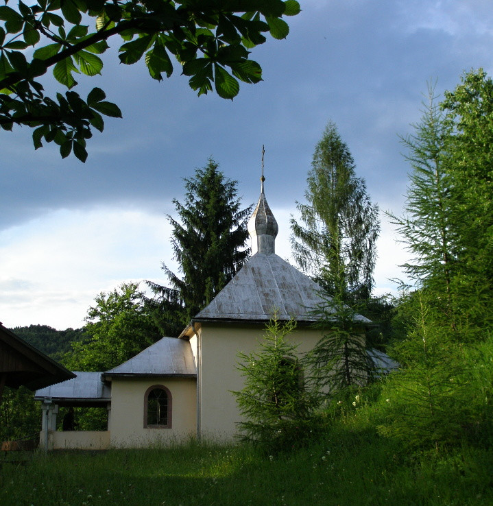 Kostolík - cerkev v Dare