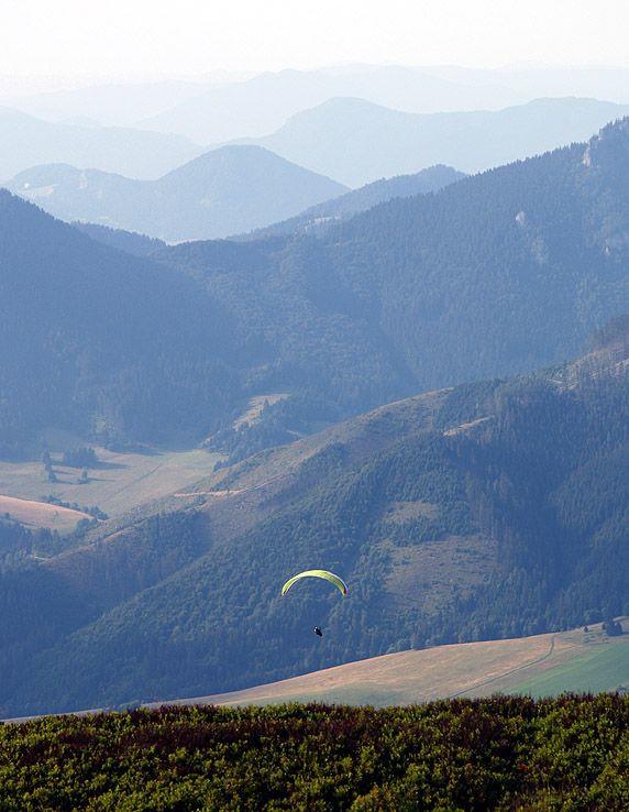 Paraglidista pod Košariskom