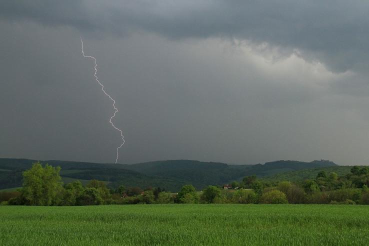 Búrka pri hrade Branč II
