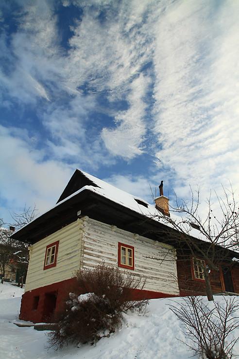 Vlkolínsky dom a mrak