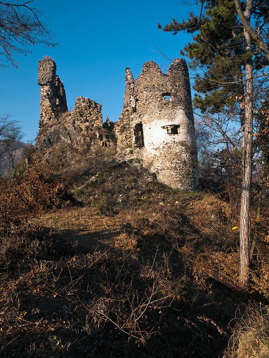Prístup k hradu Revište