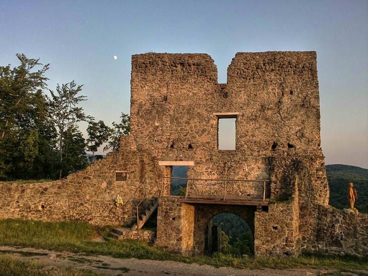 Pustý hrad - vstupná brána.