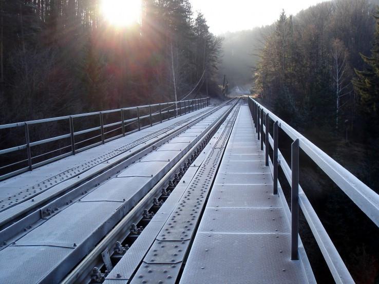 Strieborny most