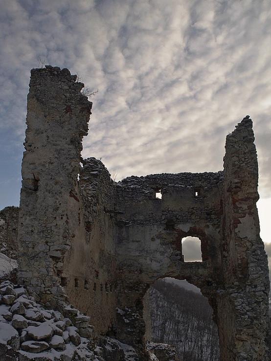 Vstupná brána Plaveckého hradu