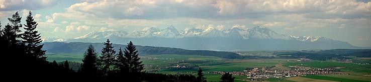 Panoráma Tatier nad obcou Spišské Tomášovce