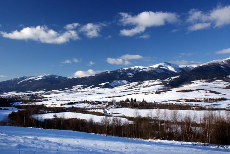 Nízke Tatry-v pozadí Ďumbier