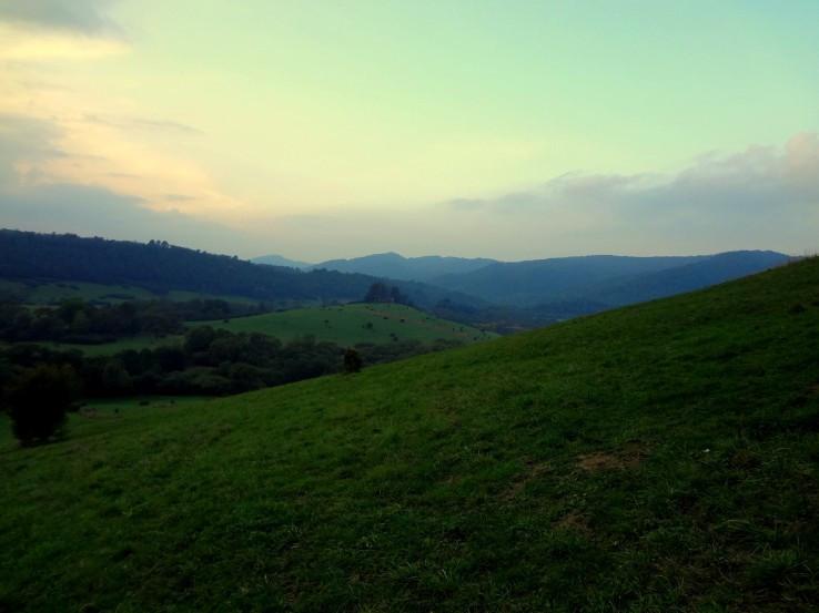Údolí vesnice Krywe za soumraku