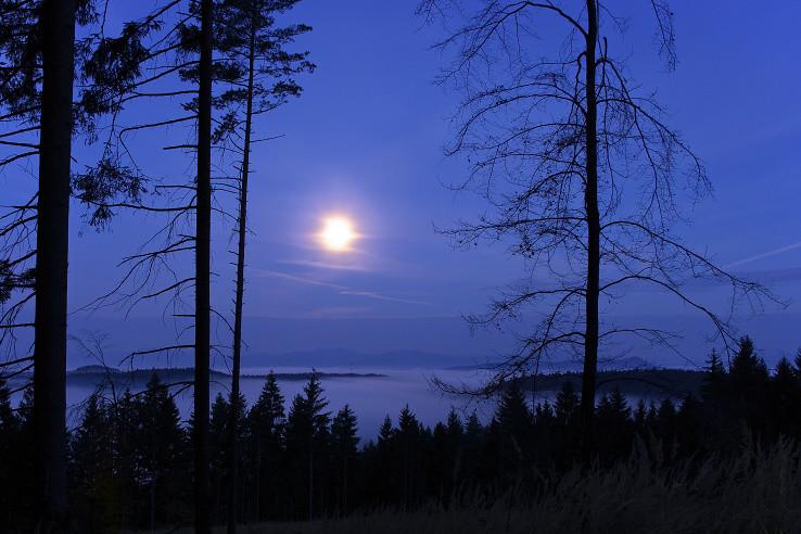 Mesiačik mi svietil na cestu...
