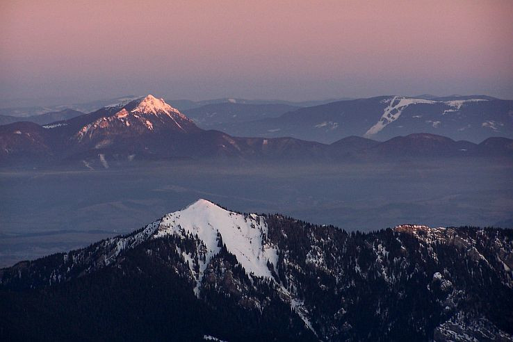 Tri hory