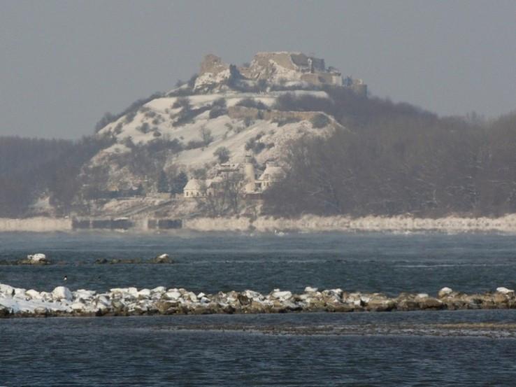 Dunaj a Devín v mrazovom opare