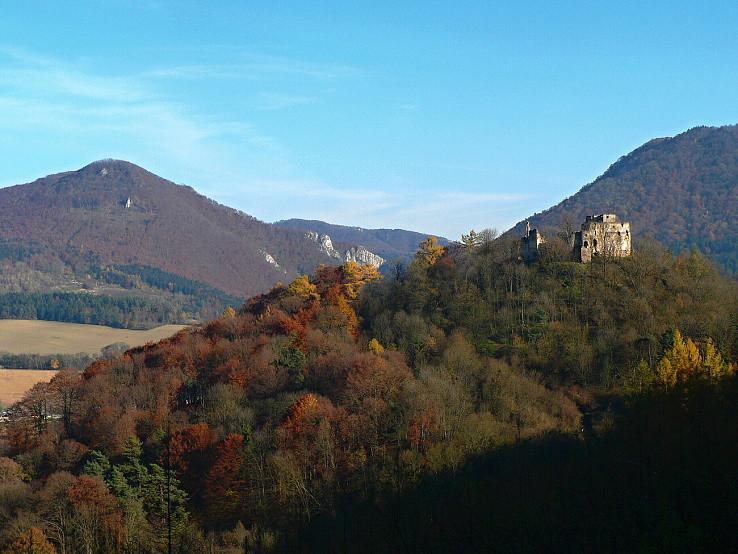 Bystrický hrad s Manínmi