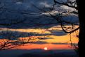 Slnko sadá za hory