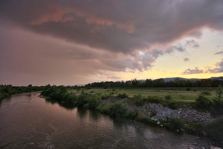Búrka pri západe slnka