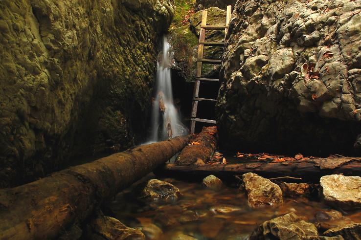 letný Zbojnícky vodopád