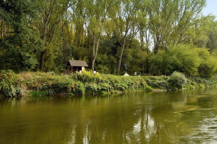 Cez rieku Moravu