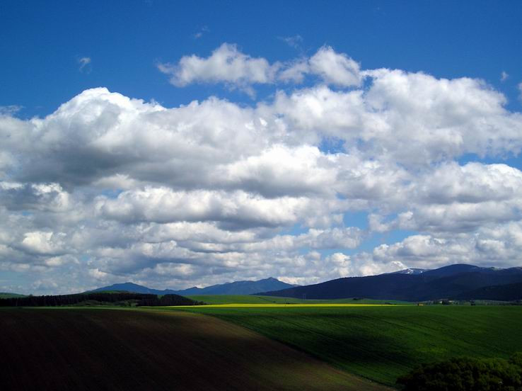 Oblaky letia