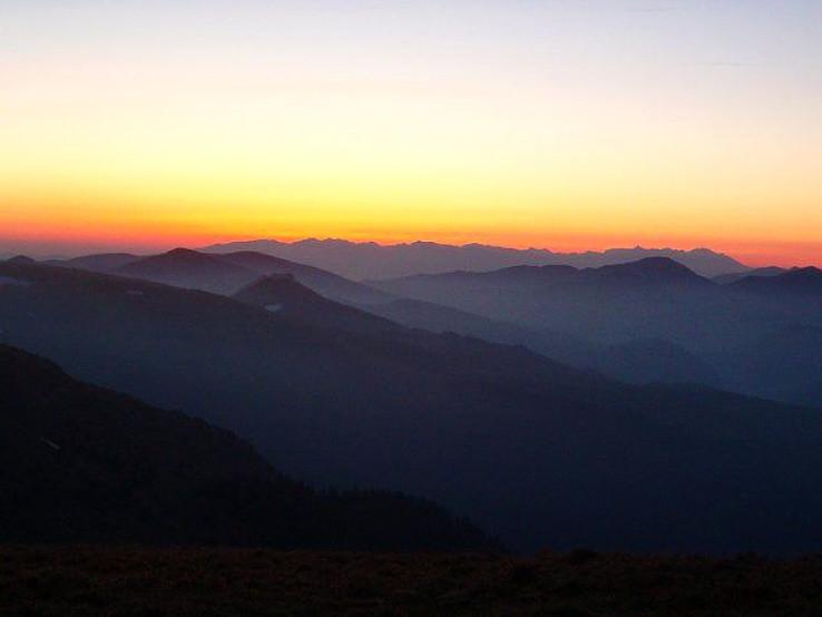 Svitanie za Nizkymi Tatrami