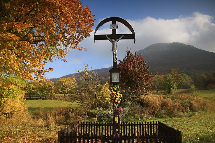 Strom, kríž a Strážov