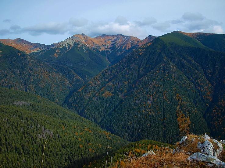 Hĺbky, výšky, lesy a doliny.