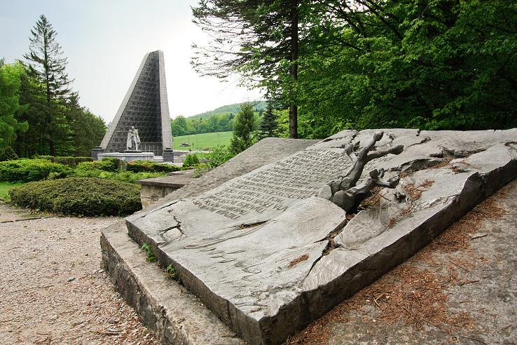 Pamätník v Duklianskom priesmyku