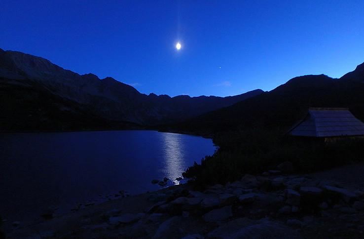 Pri svite mesiaca