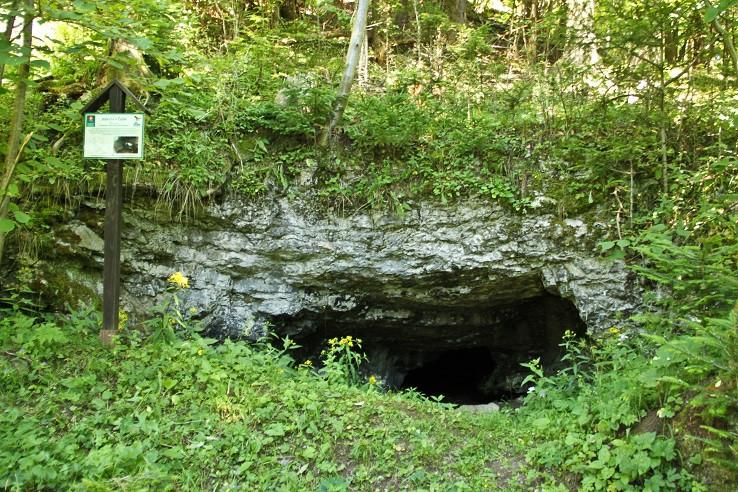 Jaskyňa v Čube