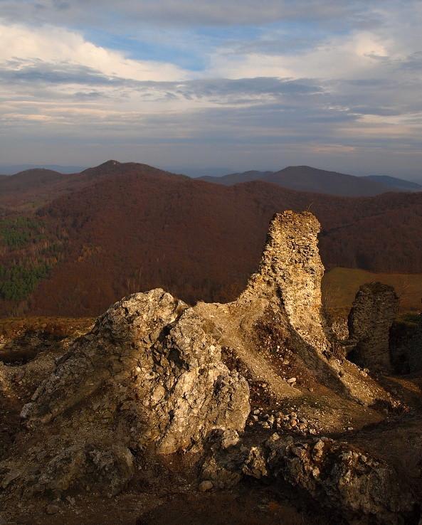 Z ruín Jasenovského hradu