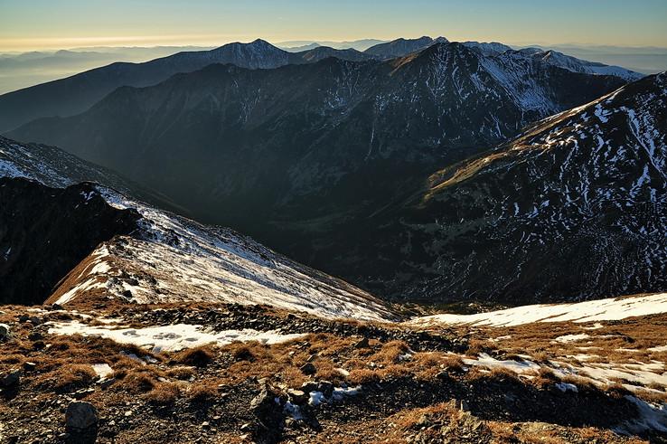 Doliny, hrebene, štíty