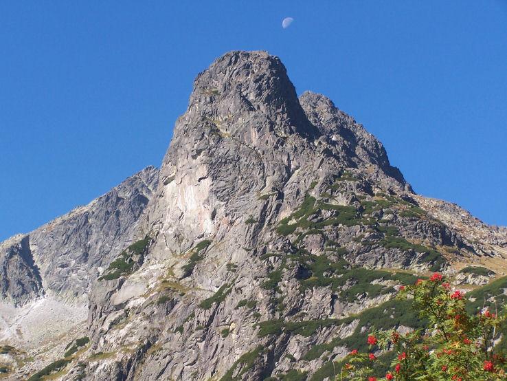 Mesiac nad Jastrabou vežou