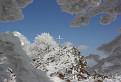 Strom, ľad, skala a kríž.