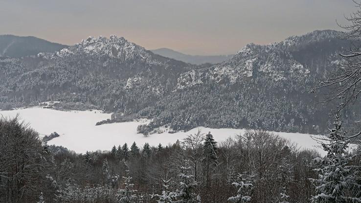 V zimnom kraji súľovskom