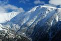 Skalka snehom prizdobená