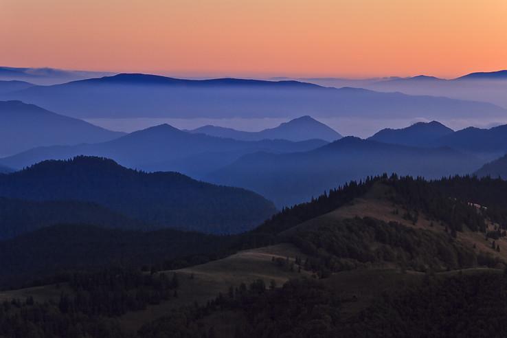 Keď na horách začína svitať