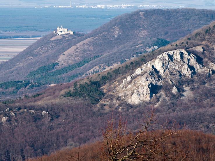 Malý Roštún-priepasť a Plavecký hrad