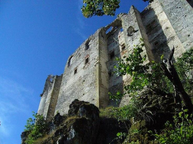 Pod Uhrovským hradom