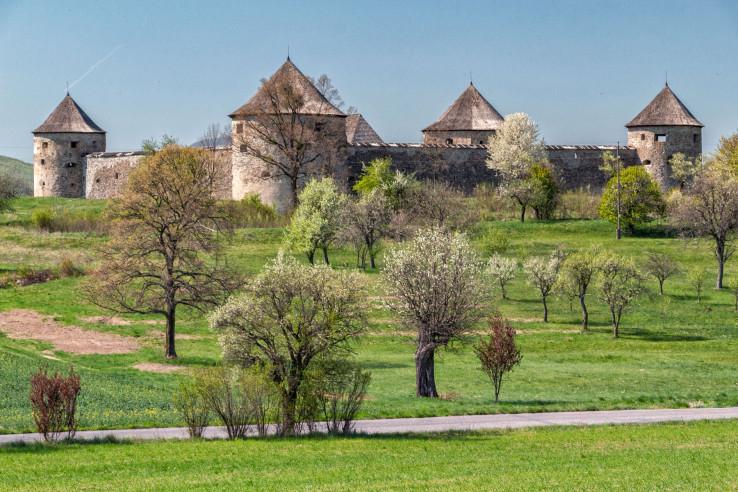 Kláštorná pevnosť Bzovik