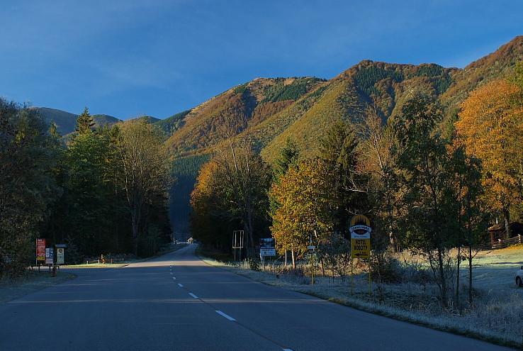 Dolinou na ceste za jeseňou...