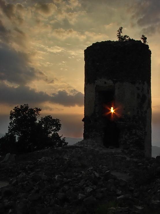 podvečerný Šarišský hrad