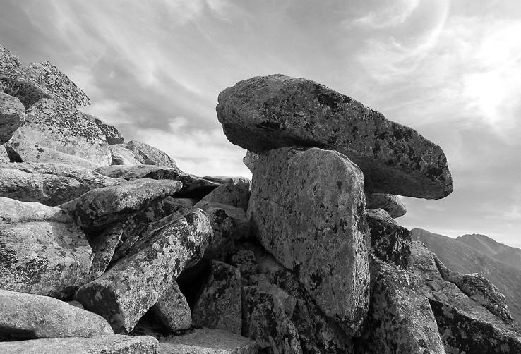 Na kameni kámen
