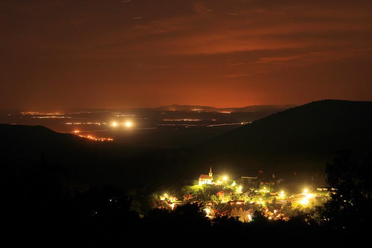 Hrušov v noci