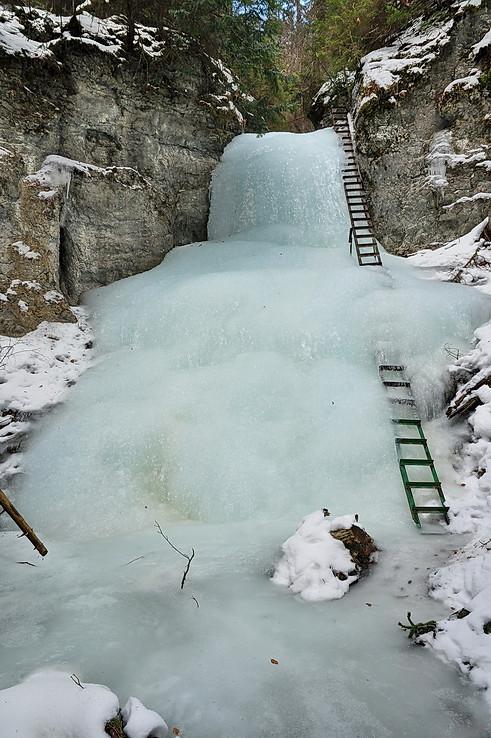 Skutočne Kaskádový vodo-ľadopád
