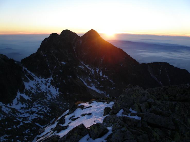 Prvé lúče slnka na Malom Ľadovom