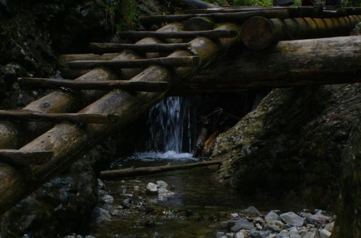 Zátišie pod mostíkom