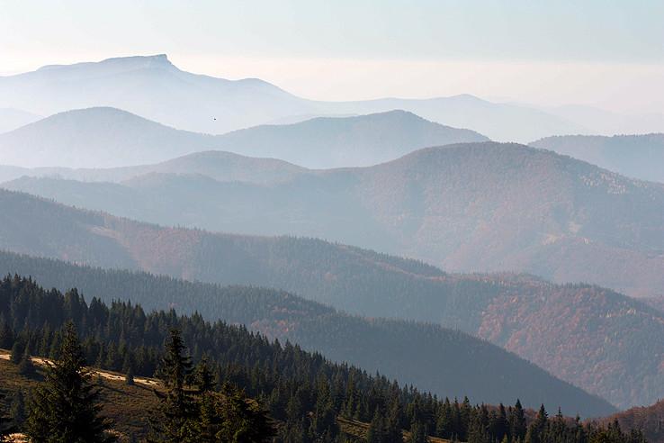 cez hory a cez doly...