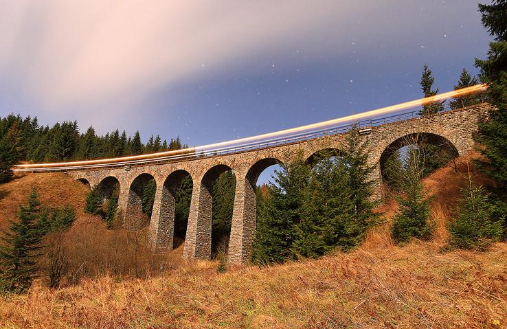 Nočný viadukt