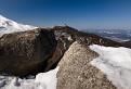 Sneh na skalách